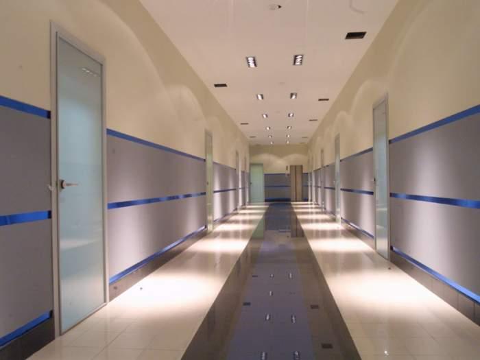 отделка коридора в офисном помещении