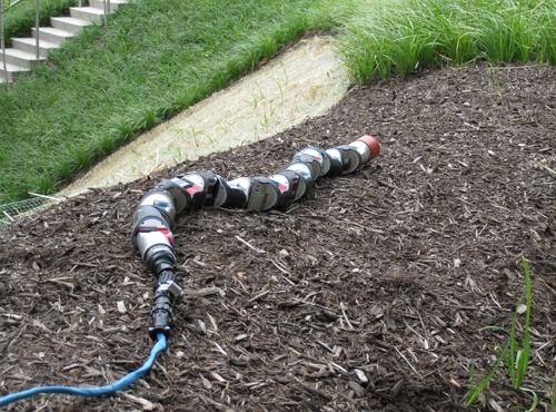Для чего нужна дымоходу змея-робот
