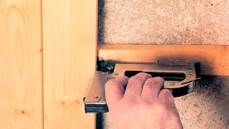 Установка панелей МДФ и обивка дверей в Мытищах